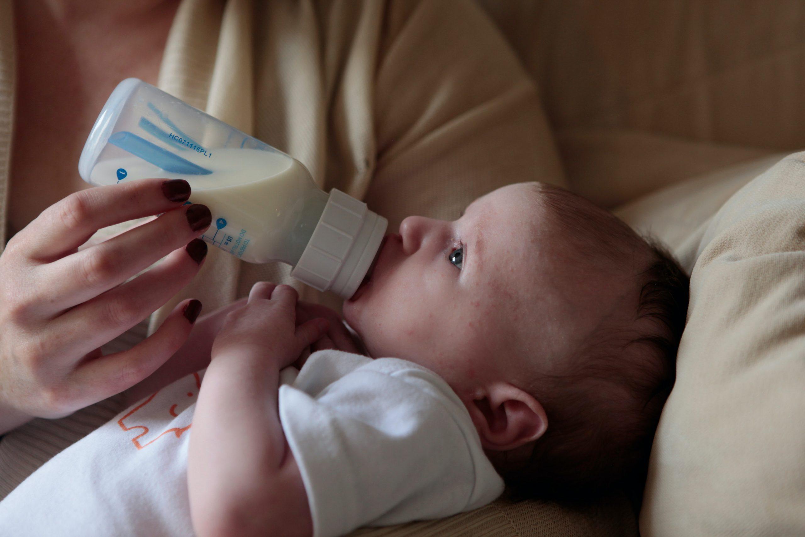 Cách chọn bình sữa cho trẻ sơ sinh