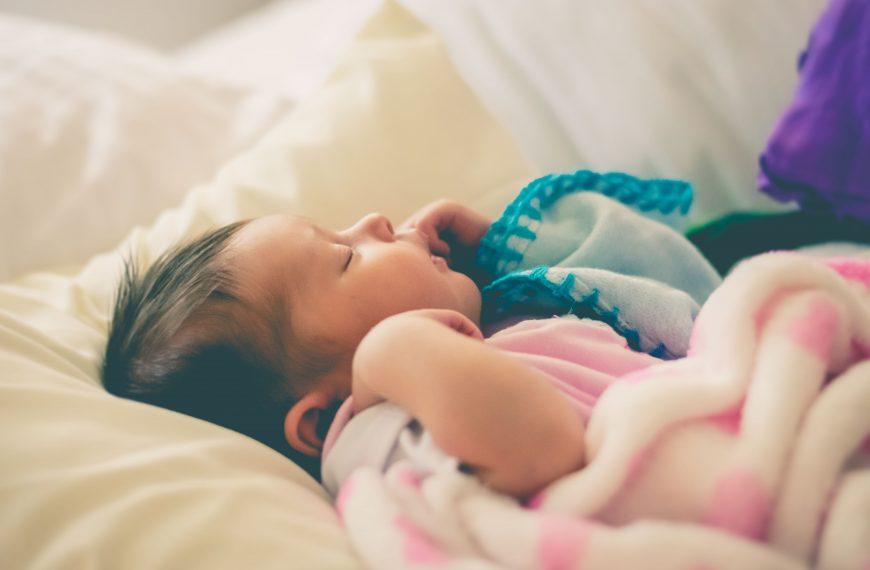 Thời gian ngủ của trẻ sơ sinh kéo dài bao lâu?